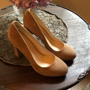 Nine west suede taupe heels size 9M NEW!